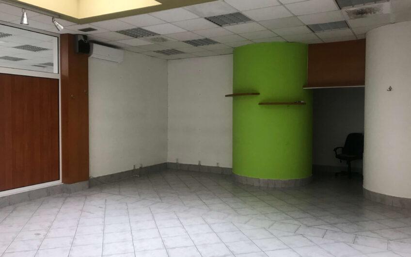Obchodný prípadne kancelársky priestor vo vnútrobloku poluyfunkčnej budovy