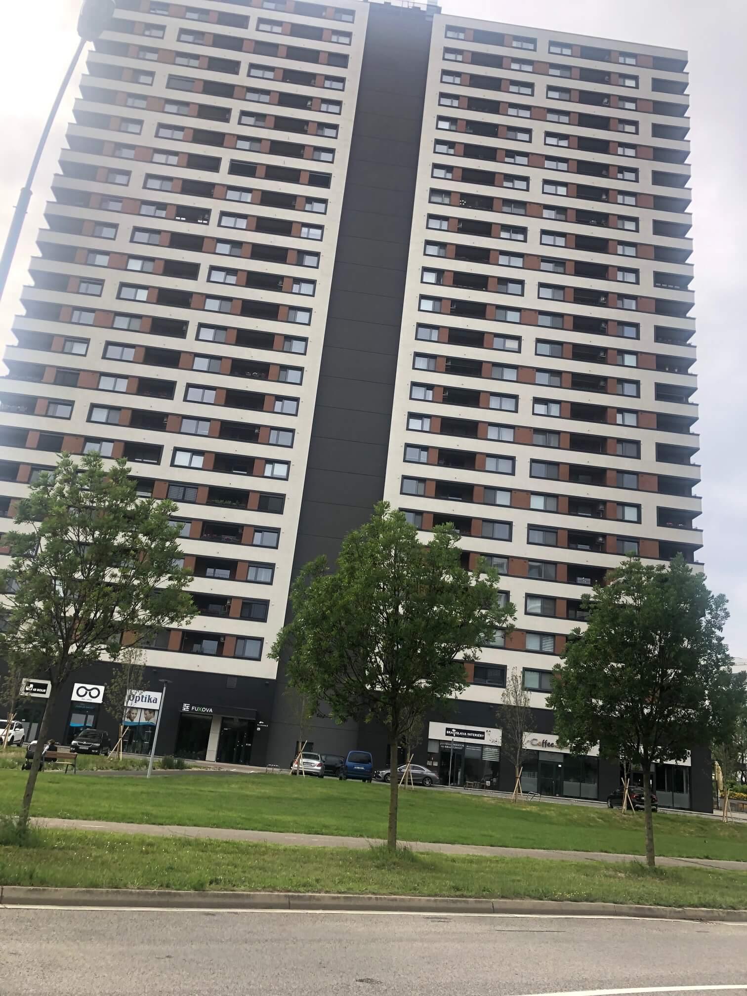 """Ponúkame na predaj 3 izb. byt v 2 ročnej novostavbe """"FUXOVA"""" s 2 parkov. miestami"""