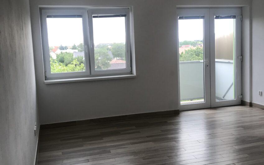 Príjemný 2 izbový byt s vlastným parkovacím miestom