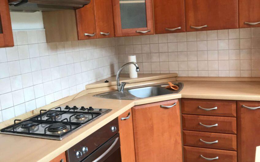 Predaj priestranného 2 izbového bytu s vlastným kúrením